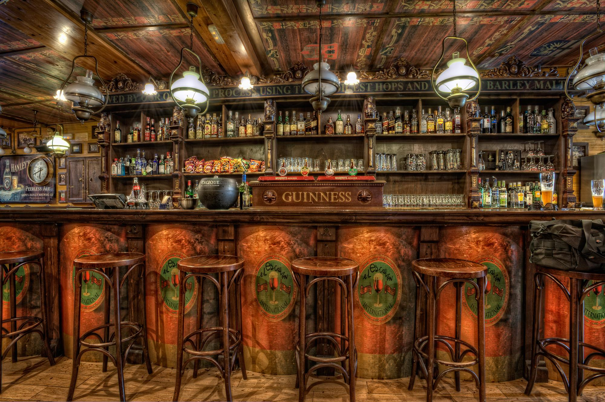 40226_indoor_old_pub